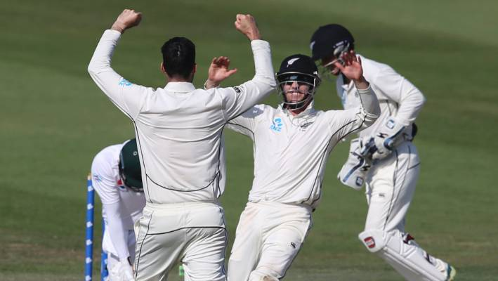 New Zealand's Will Somerville and teammates celebrate the dismissal of Pakistan's Azhar Ali