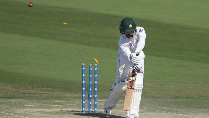 A gem from Tim Southee removes Pakistan's Mohammad Hafeez in his final test innings in Abu Dhabi.