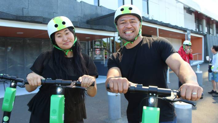 Lime rider Jess Suo and Eden Park ambassador Keven Mealamu both thought it was important for riders to wear helmets.