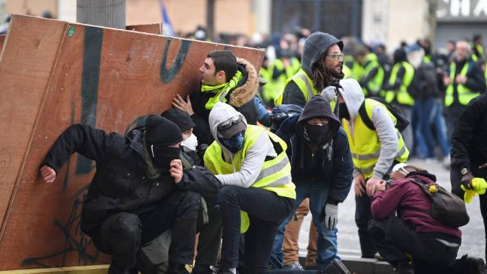 Protesters make a barricade near the Arc de Triomphe.