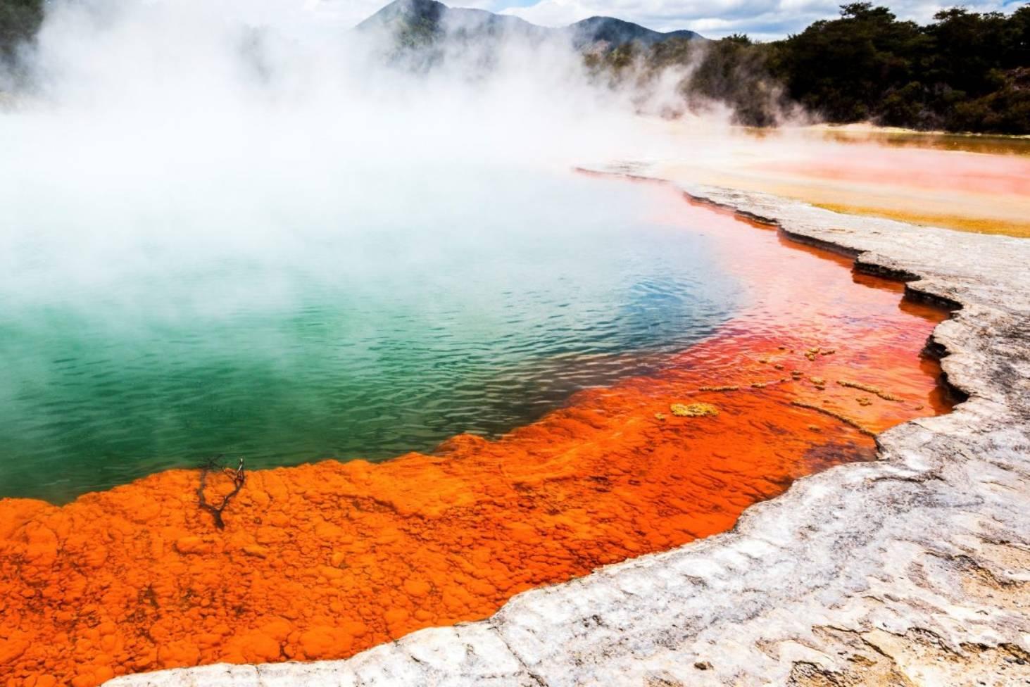 Wai-O-Tapu Thermal Wonderland: New Zealand's bizarre landscape that's 'hell on earth' | Stuff.co.nz