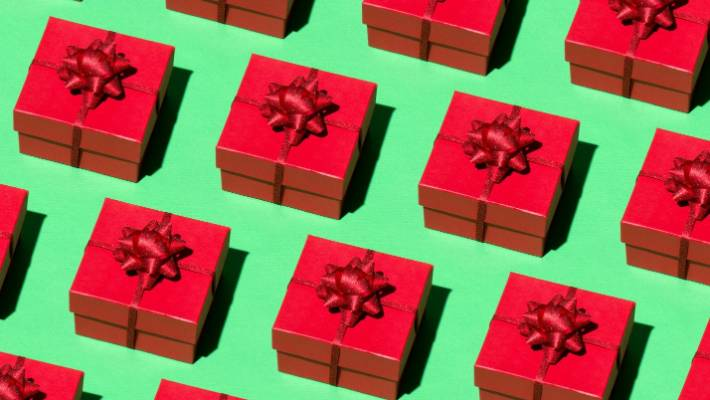 4eb3a1dc7823 Get your poor credit card ready: here are 100 gift ideas for $100 or less