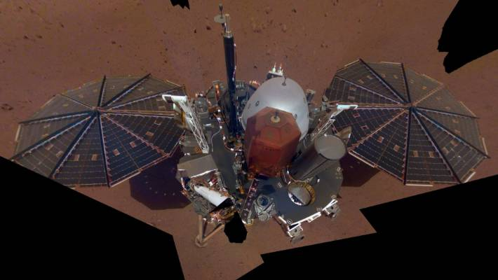 InSight sent a selfie from Mars