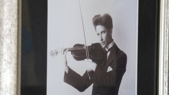 Sneyd's grandfather played the violin.