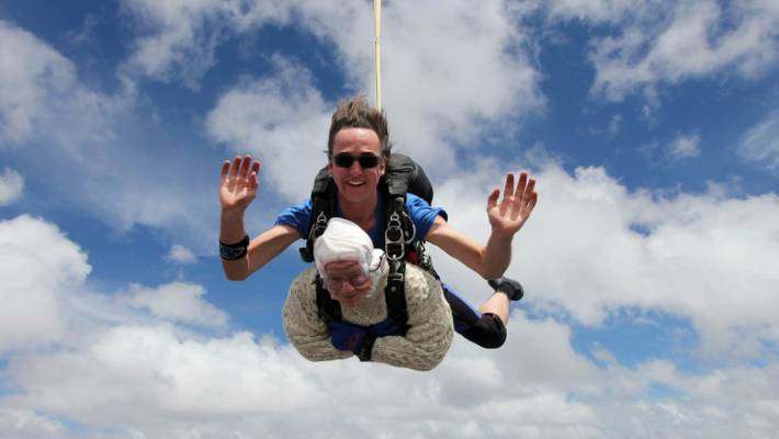 Irene O''''Shea becomes the oldest skydiver.