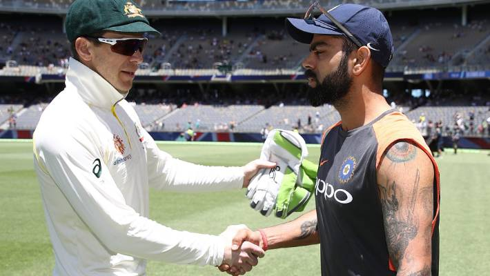 Tim Paine distracts Murali Vijay while referring to Virat Kohli