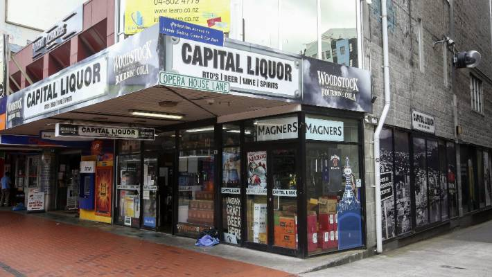 'High risk' liquor store in Wellington's entertainment precinct has hours slashed