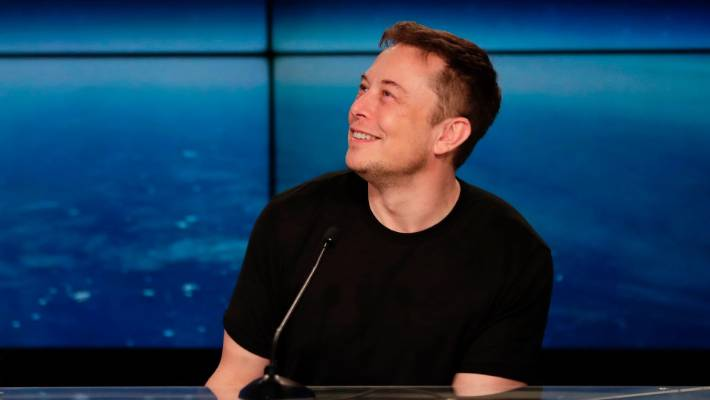 Elon Musk Unveils SpaceX Starship Test Vehicle