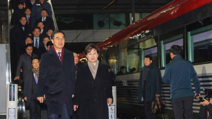South Koreans visit North for rail project