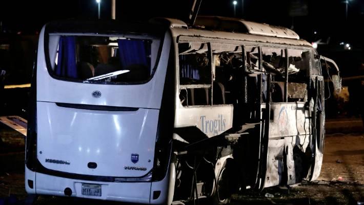 2 killed as bomb strikes tourist bus near Egypt's Giza pyramids