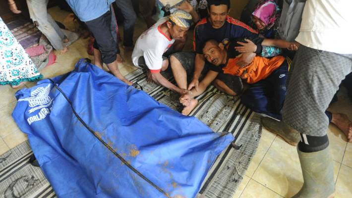 Rescuers search for survivors in deadly Indonesian landslide