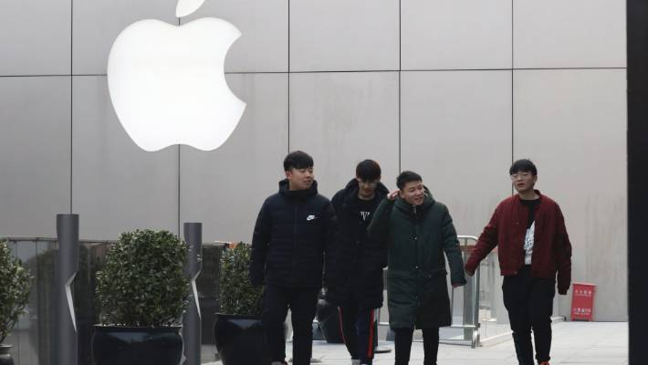 Apple's US$1,000 iPhone is a tough sell to Chinese consumers who are jittery over an economic slump and a trade war with Washington.