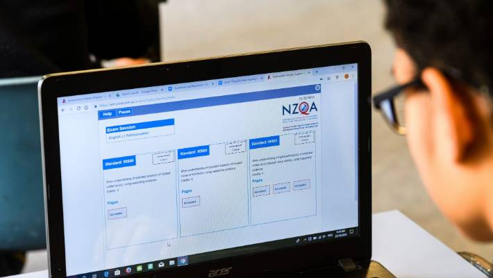 NZQA Chief Executive Officer Kristine Kilkelly said that the Internet connection and the type of device the student enrolled could delay students in accessing their online results.