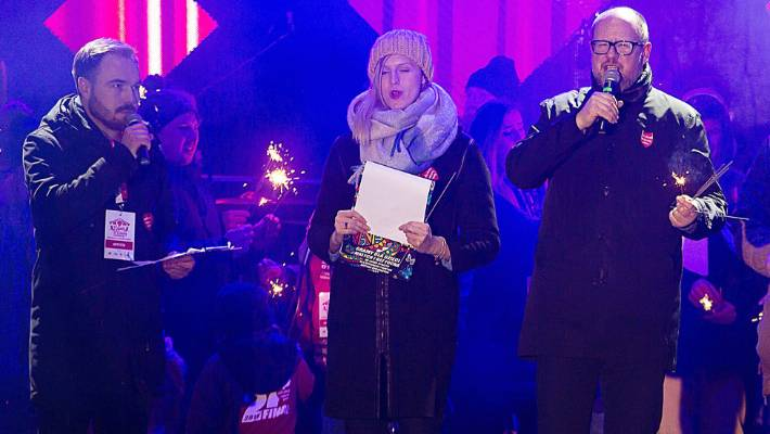 Polish mayor stabbed while on stage during a charity event