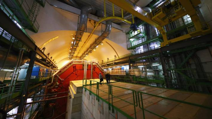 Particle physics: The Cern is planning the next large accelerator""