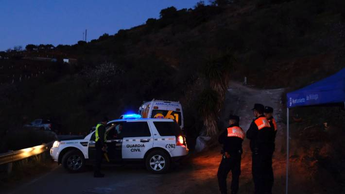 Technical setbacks slow search for boy in deep hole in Spain