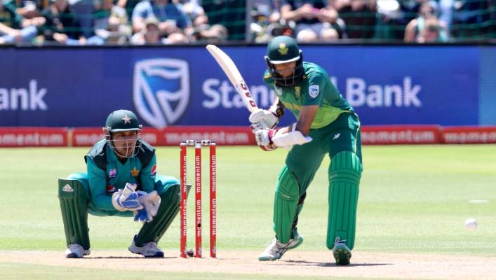 Sarfraz Ahmed, from Pakistan, saves the Wicket to Hashim Amla from South Africa to the first ODI in Port Elizabeth.