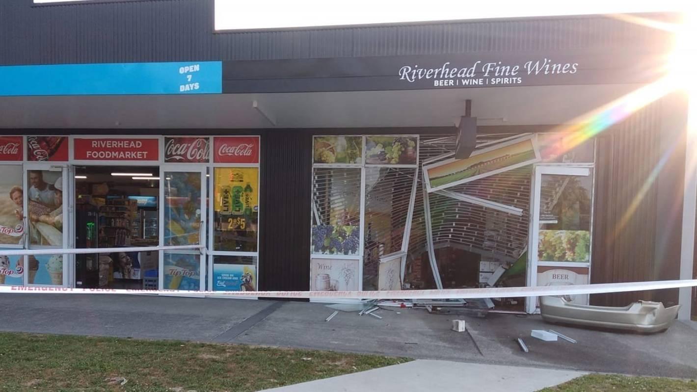 Riverhead liquor store ram-raided