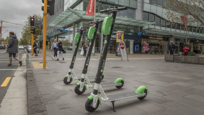 City council can allow 1000 Lime scooters on the streets of Christchurch - which can make the office 10 million next year.