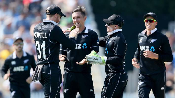 Teammates congratulate the Trent Boult of New Zealand with its five-wicket bag.