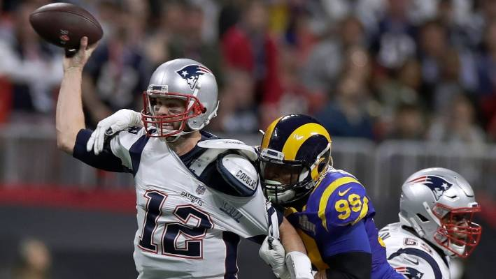 Barstool's Dave Portnoy manhandled, carried out of Super Bowl