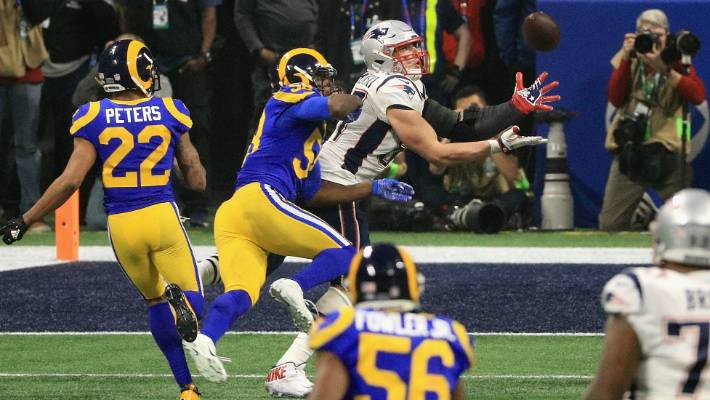 6161f3bf4 Rob Gronkowski makes a key catch for the New England Patriots against the  Los Angeles Rams