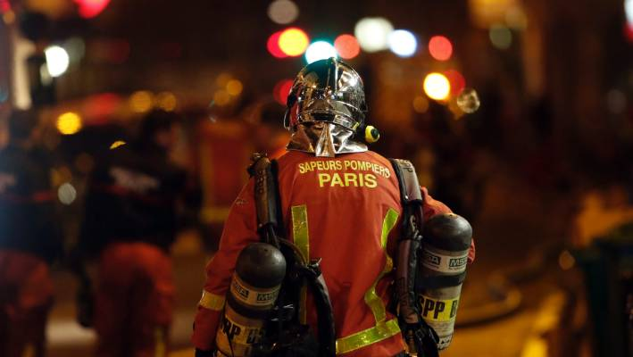Seven dead, many injured in Paris building fire