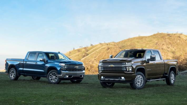New Silverado (left) with previous version sold in right-hand drive by HSV in New Zealand.