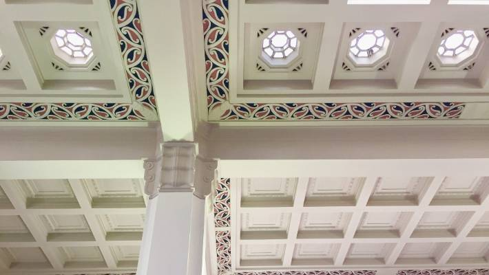 A team of 20 carvers from the Ohinemutu Carving School, set up by Sir Apirana Ngata, produced hand-carved patterns for the moulded plaster ceilings of the heritage art deco ASB Bank in Napier.
