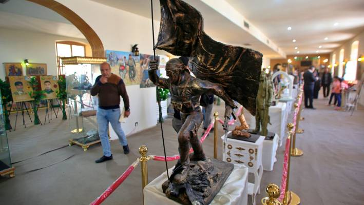 Statues and other commemorative works depicting the fight with the Islamic State.