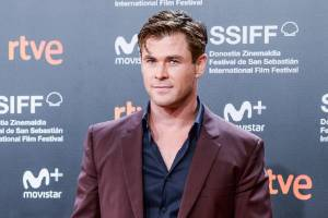 Chris Hemsworth  will play Hulk Hogan in an upcoming biopic about the wrestling legend.