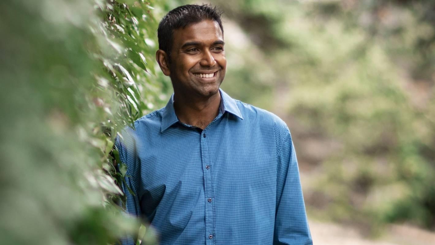 Auckland mathematics teacher using technology to inspire students wins national teaching award in Wellington