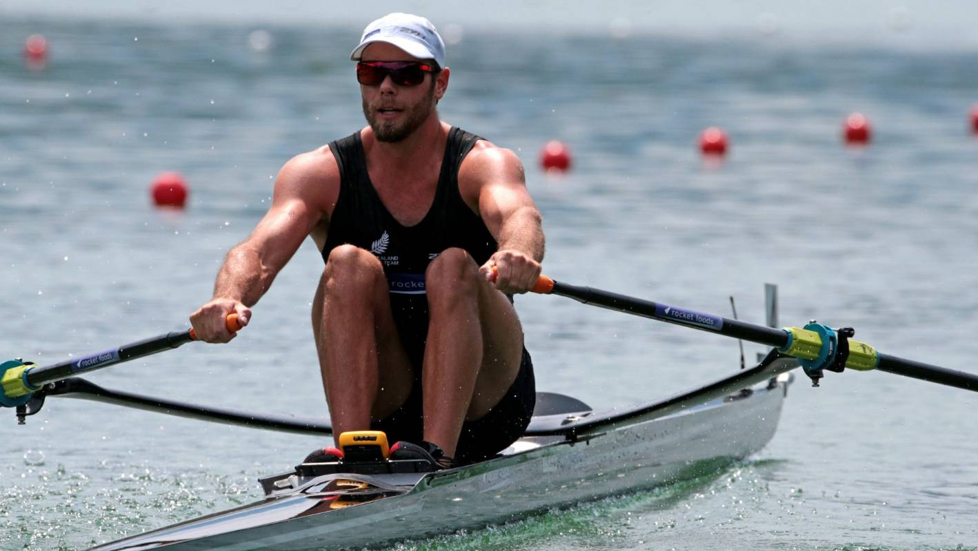 Robbie Manson beats Mahe Drysdale at New Zealand rowing champs