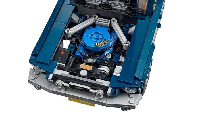 Free keyring with LEGO Creator Expert 10265 Ford Mustang purchases