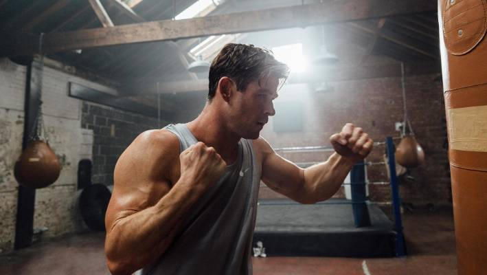 Celebrity Health: What did that punching bag ever do to yo, Chris Hemsworth?
