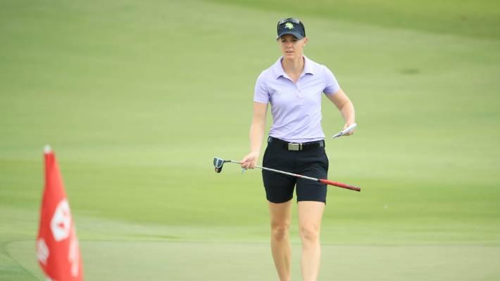 Ariya Jutanugarn moves into 1st place at LPGA Singapore