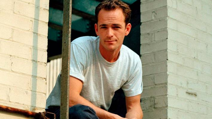 'Riverdale' halts production following death of Luke Perry