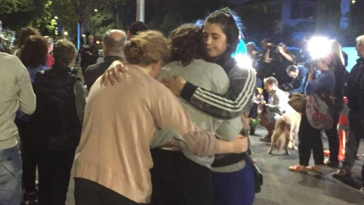 Christchurch Shooting Wallpaper: Hundreds Turn Out To Pay Silent Respect To Christchurch's
