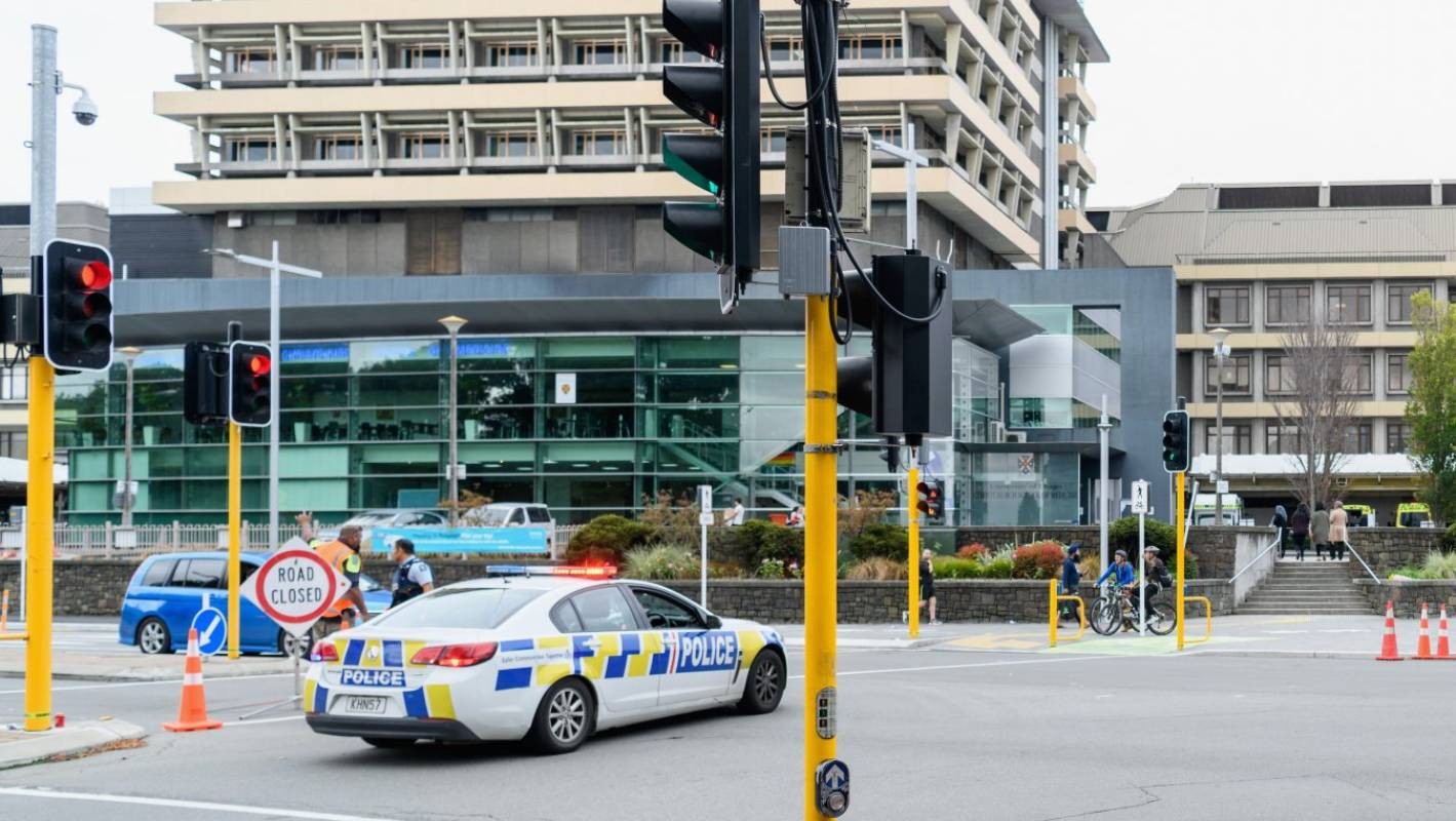 Masjid Christchurch Update: Livestream: Police Outside Hospital Following Christchurch