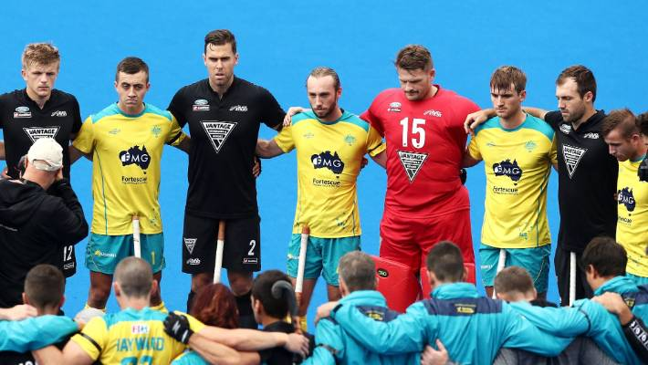 Australian and New Zealand players form a huddle before the men's match in memory of the Christchurch victims.