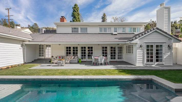 Astonishing Emma Stones Beverly Hills Home For Sale Its Straight Out Interior Design Ideas Philsoteloinfo