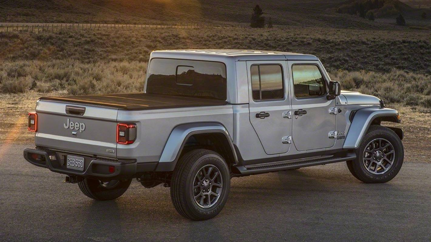 Jeep sends a Gladiator into battle against a Ranger | Stuff