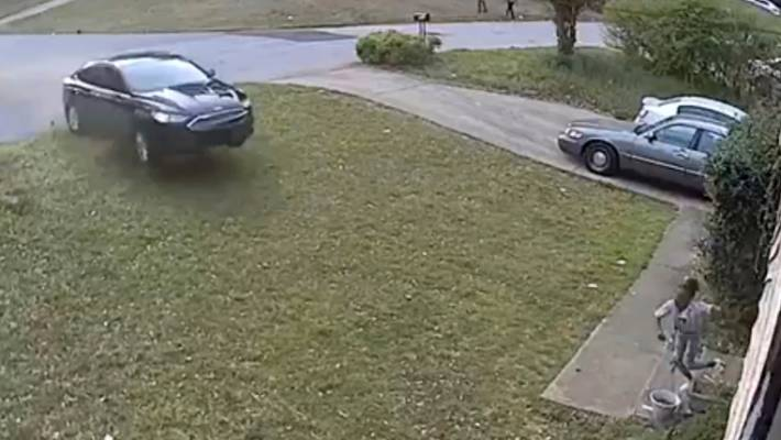 Hit-and-run caught on camera, the driver injuring a 12-year-old