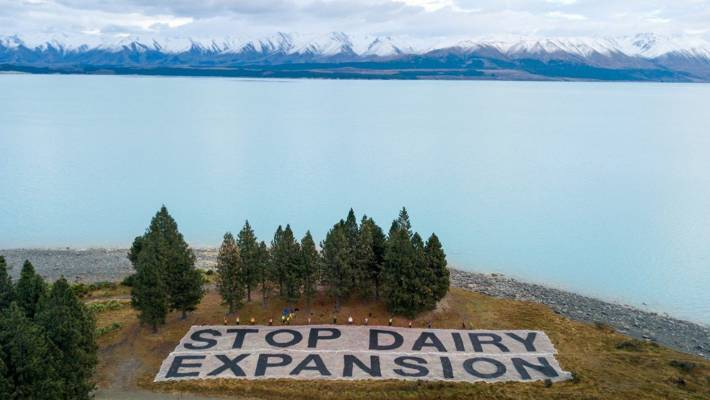 Drone image of a banner placed by protesters near Simons Pass Station in the Mackenzie Basin. (file photo)