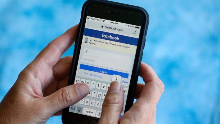 Facebook says it will block foreign adverts ahead of