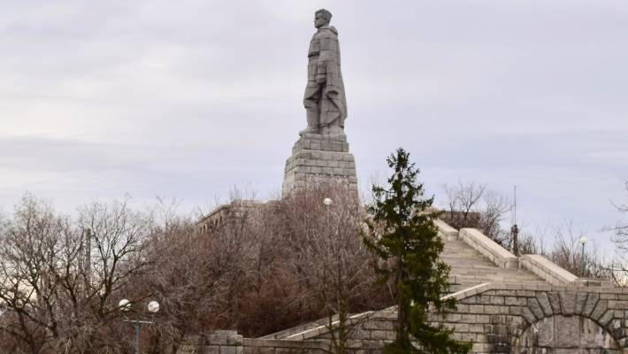 An 11-metre high granite statue of a Soviet soldier looms over Plovdiv from a hilltop near the centre of town. Built to commemorate the Soviet soldiers who died in WWII, it has been repeatedly vandalised by those who want the communist relic demolished.