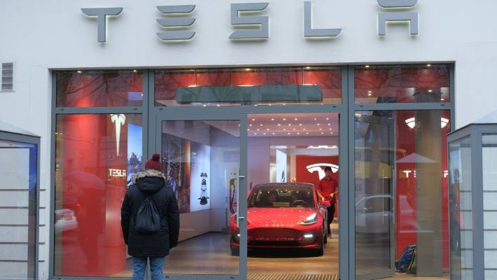 Tesla sets pricing on capital raise
