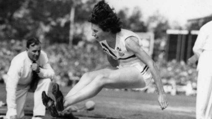 Yvette Williams competed in the female length jump in the 1952 Olympics, winning gold.