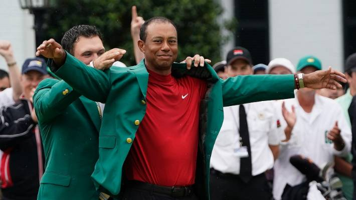 Patrick Reed under for not shaking Tiger Woods' hand at Masters green jacket presentation