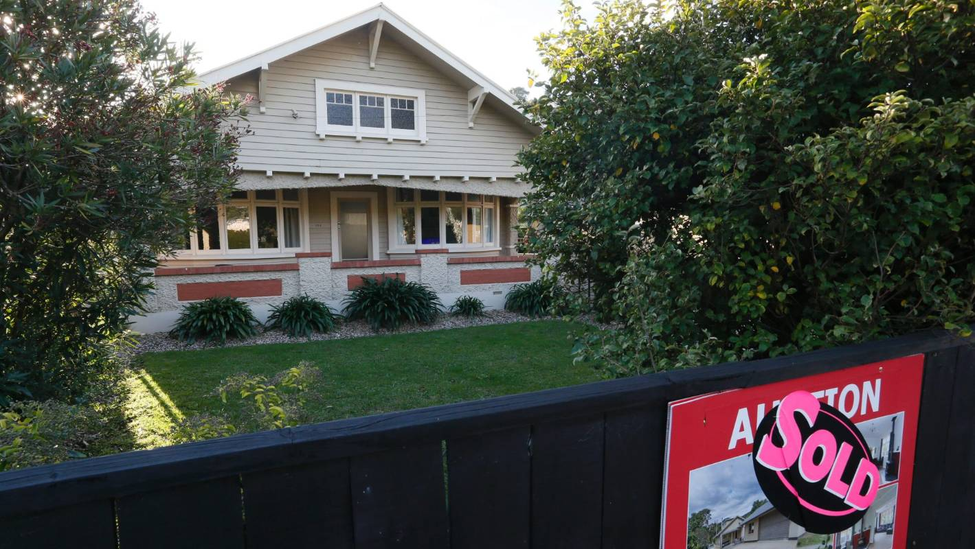 We've settled in New Zealand - how do I buy a house like a Kiwi?